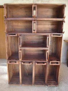 Recentemente, fizemos mais uma estante de caixotes. Recebemos esta foto abaixo, de uma de nossas clientes... acho que vocês já devem ter visto pela internet...  Pois bem, aí foi só colocar a ...