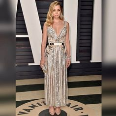 Radiant in white | @ana_d_armas in ELIE SAAB Ready-to-Wear Spring Summer 2017 at the Vanity Fair Oscars party #VFOscars