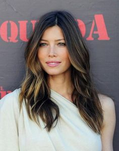 Two tone hair done right - good work Jessica Biel Jessica Biel, Jessica Beil Hair, Hairstyles For Round Faces, Pretty Hairstyles, Style Hairstyle, Fall Hair Cuts, Great Hair, Ombre Hair, Balayage Hair