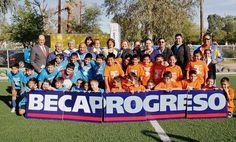 Se instala la primer cancha de futbol infantil en una Escuela de Gobierno en la ciudad de Mexicali, B.C., con Pasto Sintético.