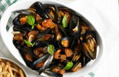 218 calories/13g fat per portionThis delicious one-pot Italian-style mussels recipe is really easy to whip up. Bursting with flavour, thanks to the anchovies, oilves and garlic. We'd recommend serving with skinny chips or a small slice of bread.Get the recipe: One-pot Italian-style mussels