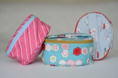 Fat Quarter Friendly Oval Zippered Case + How to Sew a Curved Seam on a Flat Panel - Free Pattern + Tutorial