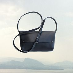 LEATHER Northwest CROSS BODY Bag | Black