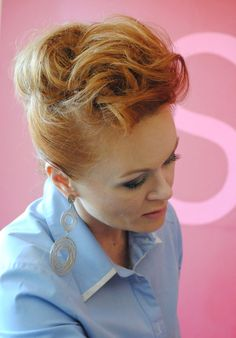 Kamila Jastrzębska, a stylist and makeup artis at work.