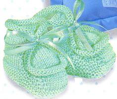 Vite faits, jamais inutiles, ces petits chaussons à tricoter pour réchauffer les petons de bébé. Les chaussons rouges et blancs Les chaussons bleus Les chaussons à pompons Les chaussons bleus marine