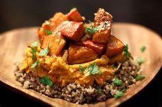 Een van mijn lievelingsmaaltijden: quinoa met pompoenmousse en pompoen uit de oven. Smullen :)