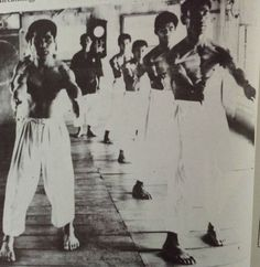 Great article on the toes-in stance in boxing and traditional martial arts