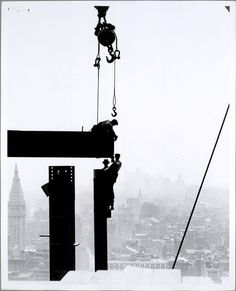 Construction @ Empire State Building, NYC, New York Lewis Hine, 1931 - Source: NY Public Library Digital Gallery Awesome photo. And the last of these Hine pics I'm sharing. Empire State Building, Ellis Island, Construction Worker, Under Construction, Construction Process, World Trade Center, Epic Photos, Old Photos, Vintage Photographs