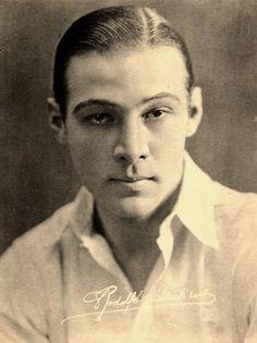 1895 – Rudolph VALENTINO, Italian-American actor (d. 1926) | terça-feira, 11 de Maio de 2010