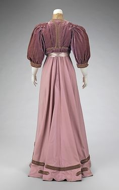 Afternoon suit House of Paquin  (French, 1891–1956)  Designer: Mme. Jeanne Paquin (French, 1869–1936) Date: 1906–8 Culture: French Medium: silk, wool. Back