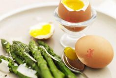 Gizzi Erskine's boiled eggs and asparagus spears