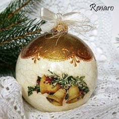 How to Decoupage Christmas Decoupage, Painted Christmas Ornaments, Quilted Ornaments, Diy Christmas Ornaments, Christmas Projects, Christmas Fun, Vintage Christmas, Christmas Crafts, Xmas Pictures