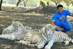 Reality Tv Stars, Family Adventure, Mauritius, Bodybuilder, Family Travel, Actors, Animals, Family Trips, Animales
