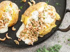 Ofenkartoffel mit Sour Cream und Krabben