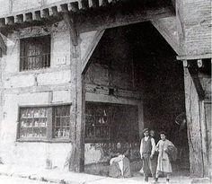 El portalón, la casa más antigua de Vitoria casa de Postas en la calle de la Correría.