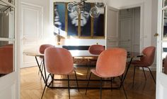 Salon Aroussia Chamakh Henrik Jessen Table Dimore Studio Suspension Bolle Laiton Brossé