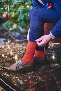 Holiday shades.... . Making it personal with monogrammed Pantherella Socks. . . #menswear #menssocks #mensfashion #mensshoes #baselondon #shoes #socks #sockclub #theshoecam #mensweardaily #fashion #ootd #mensfashionpost #manmeetsfashion #lifestyle #london #thelondonlifeinc #pantherellasocks #monogram #holidayseason #holidays
