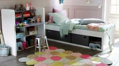 En el dormitorio infantil, la alfombra no es sólo un elemento decorativo, es mucho más que eso. Los niños pasan la mayor parte de su tiempo en sus habitaciones, ya que es el mejor lugar para jugar, es necesario elegir la alfombra que no sea sólo hermosa, sino también debe ser cómoda.  http://www.ivonnesemprunl.com/alfombras-divertidas-y-alegres-para-la-habitacion-de-los-ninos/