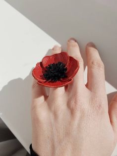 Statement Poppy Flower Ring, Leather Accessory for Women, Spring Symbol Gift, Unique Blossom Ring, Nature Lover Gift, Bohemian Jewelry