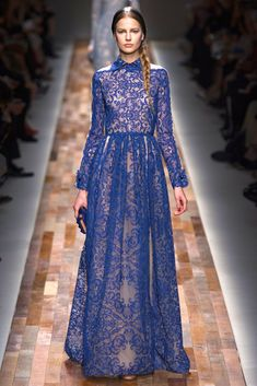 Valentino   Otoño Invierno 2013/2014.Paris Fashion Week collection uses just black/white/blue