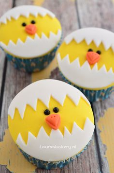 Video: kuiken cupcakes – Laura's Bakery – chicken cupcakes video how to Video: Kuiken Cupcakes – Lauras Bäckerei – Chicken Cupcakes Video, wie man Fondant Cupcake Toppers, Deco Cupcake, Cookies Cupcake, Animal Cupcakes, Easter Cupcakes, Easter Cookies, Cupcake Cakes, Oreo Cupcakes, Velvet Cupcakes
