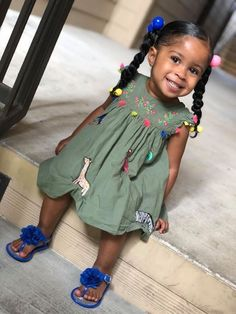 These hairstyles represent fairly easy and are a great option for newbies, quick and simple toddler hair-styles. Cute Mixed Babies, Cute Black Babies, Black Baby Girls, Beautiful Black Babies, Cute Baby Girl, Cute Babies, Brown Babies, Cute Kids Fashion, Baby Girl Fashion