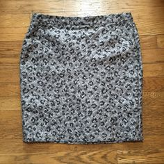 """Loft Sz 6 Silver Cheetah Print skirt Perfect condition. 20"""" long waist 16"""" flat. Really beautiful. ❌ No trades and all offers through offer or bundle button. LOFT Skirts Pencil"""