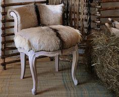 Siège Bardo chèvre écru à rayure Pour plus de détails contactez site web :www.cpadt.com mail :contact.cpadt@yahoo.com  Tél : 00 33 (0) 1 85 76 08 42 Tous les produits disponibles N'hésitez pas à commander dés maintenant