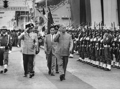 Former president Soekarno and Indonesian navy. Stock Pictures, Old Pictures, Old Photos, Stock Photos, Fidel Castro Che Guevara, Socialist Realism, Rare Images, Great Father, Historical Pictures