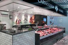 Especialistas en diseño de carnicerías e interiorismo comercial. Realizamos el diseño de tiendas según las necesidades del cliente. Carnicerías modernas. Butcher Restaurant, Meat Restaurant, Restaurant Design, Butcher Store, Carnicerias Ideas, Meat Box, Bbq Shop, Meat Store, Meat Markets