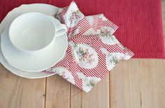 Red striped Christmas napkins and runner  от GerberaTextiles