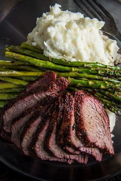 Grilled tri-tip with garlic mashed potatoes tri tip grill, beef tri tip, ho Traeger Recipes, Steak Recipes, Grilling Recipes, Seafood Recipes, Garlic Mashed Potatoes, Mashed Potato Recipes, Comida Picnic, Pellet Grill Recipes, Grilling Sides