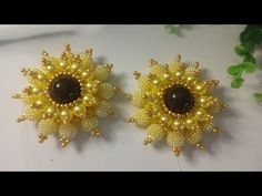 Bead Crafts, Jewelry Crafts, Arts And Crafts, Bedazzled Shoes, Beaded Jewelry Patterns, Brooch, Drop Earrings, Beads, Flowers