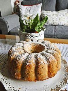 PREZIDENTSKÁ BÁBOVKA - Tohle je opravdu báječná voňavá bábovka na neděli. Recept je asi hodně známý, ale pro připomenutí a inspiraci co upéct k nedělní kávě se tře... Bunt Cakes, Cupcake Cakes, Sweet Desserts, Sweet Recipes, Baking Recipes, Cake Recipes, Eastern European Recipes, Czech Recipes, Mini Cheesecakes