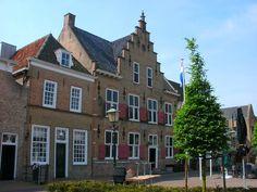 Oude gemeentehuis, tegenwoordig hotel 'Het Raadhuis' @ Grote Markt, Sint Maartensdijk.