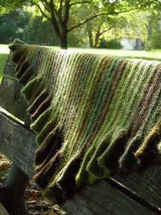 Ravelry: betzwhite's deep forest coquille (Love the texture and the colors)  Free pattern