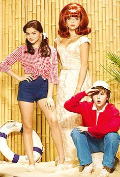 Modern Family spoofs TV classic, Gilligan's Island.