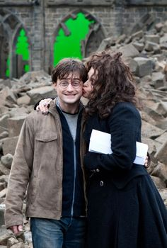 26 Rare Photos From Behind The Scenes Of Famous Movies. Harry Potter World, Images Harry Potter, Draco Harry Potter, Harry Potter Characters, Harry Potter Cosplay, Draco Malfoy, Hermione, Anecdotes Sur Harry Potter, Collection Harry Potter