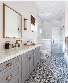 Definitions Of Small Master Bathroom Remodel Walk In Shower Layout 40 Bad Inspiration, Bathroom Inspiration, Home Luxury, Walk In Shower Designs, Bathroom Trends, Bathroom Ideas, Bathroom Makeovers, Bathroom Vanities, Bathtub Ideas