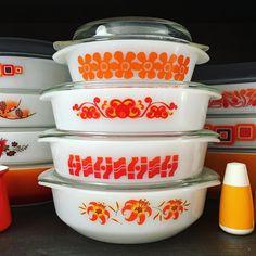 Orange stack #vintagepyrex #vintageagee #ageepyrex #orange #myvintagekitchen #behindthevioletdoor