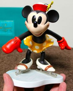 "WDCC! Minnie Mouse ""ON ICE"" New In Box!"