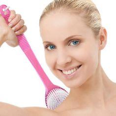 Brosse de bain et douche à long manche de qualité. Brosse pour le corps. Brosse de bain et douche. Purifiante, Exfoliante , massage pour la cellulite, et l'acné du dos. Dureté du poil moyen - Douce mais ferme - Idéal pour se frotter le dos ! Hygiénique, très durable de TopNotch, http://www.amazon.fr/dp/B00DG7YJQA/ref=cm_sw_r_pi_dp_3bkusb1V5RBMJ