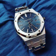REPOST!!! Great evening with this gorgeous Audemars Piguet Royal Oak 15400ST Boutique Edition #royaloak #15400st #luxury #watchporn #watches #audemars #cool #watch #audemarspiguet #uhren #horology #rolexero #luxurywatch #instawatch #watchesofinstagram #watchoftheday #watchphil #wristshot #luxurylife #genta #dailywatch #15400 #blau #mondani #chronograph #blue #wristporn #patekphilippe #dapper Photo Credit: Instagram ID @watchphil