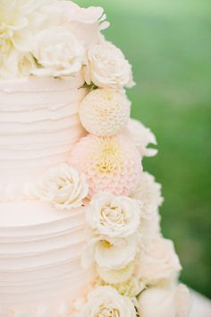 We love this chocolate with vanilla buttercream wedding cake, from a wedding at Inn at Perry Cabin by Belmond.