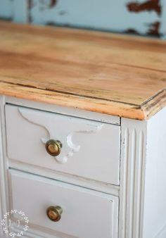 """How to Do A Farmhouse Style Desk Makeover: This desk gets a great farmhouse look using Fusion's """"PUTTY"""". See the Step by Step! Farmhouse Desk, Farmhouse Living Room Furniture, Farmhouse Bedroom Decor, Farmhouse Style, Desk Makeover, Furniture Makeover, Urban Furniture, Repainting Furniture, Painted Furniture"""