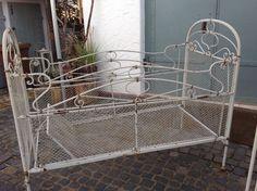 altes kinderbett aus metall jugendstil kinderbett antik. Black Bedroom Furniture Sets. Home Design Ideas