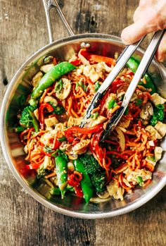 Healthy Lo Mein made with delicious carrot noodles! An Easy 15 minute whole30 meal the whole family will enjoy! Grain free, paleo, and gluten free. The servings are big. The food is tasty! I did not want to stop eating this! I wanted to eat all four servings by myself.A big ol' serving of these lo mein noodles carries all of the delicousness factor with only 343 calories! Whole30 meal plan that's quick and healthy! Whole30 recipes just for you. Whole30 meal planning. Whole30 meal prep…