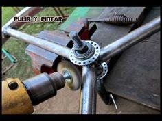 TINTASANGRE-TRIFILAR CHOPPER WHEEL CONSTRUCTION - YouTube Chopper, Wind Spinners, Baboon, Vintage Photography, Outdoor Power Equipment, Construction, Bike, Random, Metal