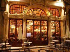 Majestic Café - 6º mais bonito do mundo. O Majestic é um café histórico, localizado na Rua de Santa Catarina, na cidade do Porto, em Portugal.