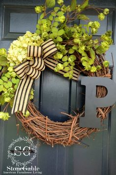 Super cute and festive fall door wreath with wood #monogram letter for early fall. #DIYwreath